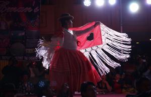 Cholitas paceñas buscan recuperar la moda antigua