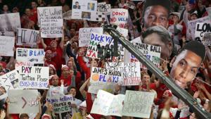The 29 best signs from ESPN's 'College GameDay' at McKale Center