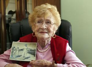 Latina de 102 años votará en Los Angeles