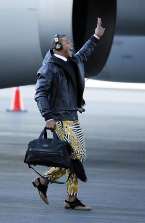 Broncos, Panthers arrive at Super Bowl