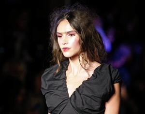 Photos: Paris Fashion - sexy, hot, bizarre