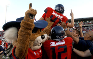 Photos: No. 17 Arizona 27, Washington 26