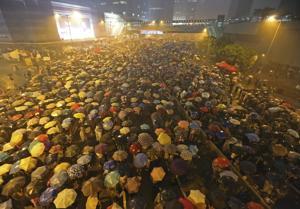 Líder Hong Kong rechaza demandas de manifestantes