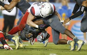 UA football: Wright adds Lombardi Award to résumé