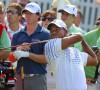 Woods shares lead after first round