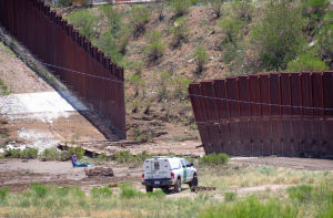 Repairs to border fence cost US government $730,000