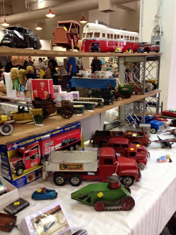 Really Fun Toys : Sunday march — peruse some really cool toys at toy show