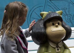 Mafalda sopla 50 velitas de cumpleaños