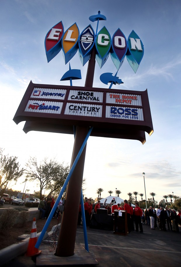 Star Auto Mall >> Photos: El Con Mall sign relighting