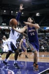NBA: Suns 106, Kings 96: Suns win in Hunter's coaching debut
