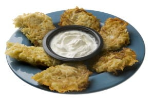 Jewish mom lights the way to perfect latkes
