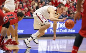 Arizona Wildcats win record 20th straight, 65-56 over Utah