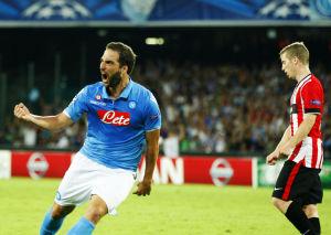 Campeones: Higuaín da empate al Napoli