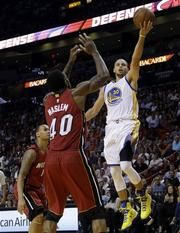 Con 40 puntos, Curry liquida al Heat