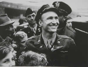 'Candy Bomber' wins congressional honor