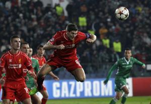 Campeones: Arsenal avanza, Liverpool en aprietos