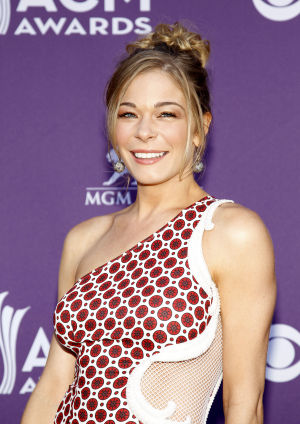 Photos: LeAnn Rimes denies she is anorexic