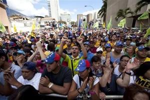 Opositores marchan contra crisis en Venezuela