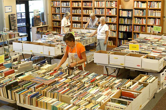 Oro Valley book sale