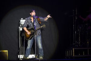 Country Thunder Day 3: Lee Brice sings his hit song