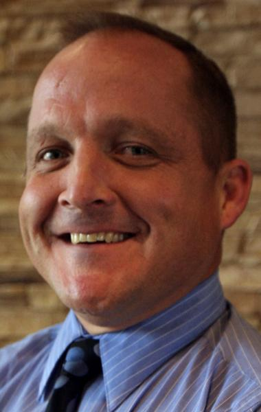 2 vie for final town council seat