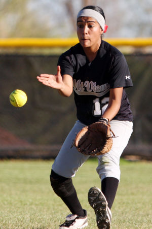Canyon Del Oro Vs Mountain View Softball: Mountain View's Victoria Castro fields the ball during last week's game against CDO.  - Randy Metcalf/The Explorer