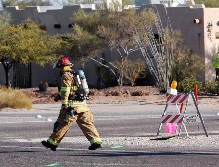 Gas leak shuts down road in OV