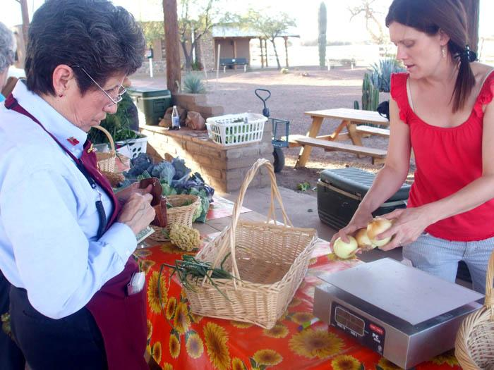 Convenient food stand offers healthy alternative for Marana