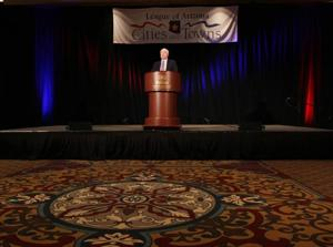 McCain addresses civic leaders