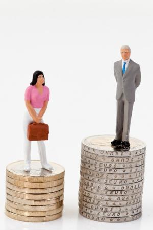 Women continue to earn less than men