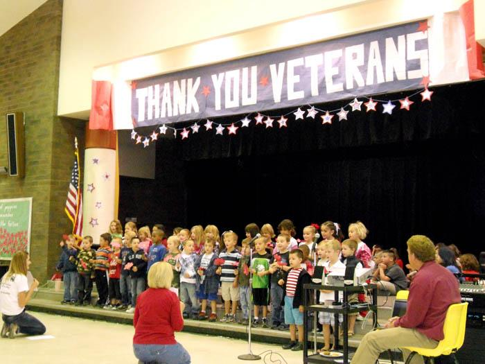 DeGrazia kids honor veterans
