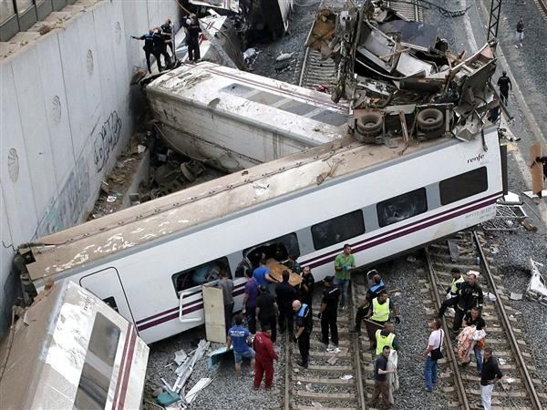 Train crash in Spain - Kills 80