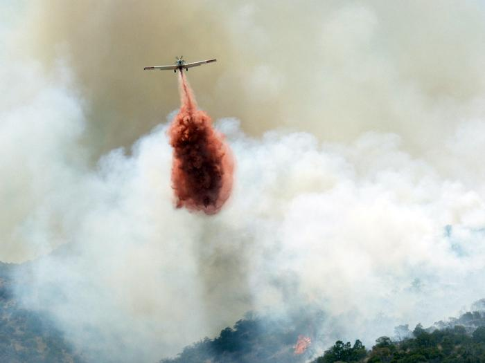 Temporary evacuations, aircraft slurry, 14 departments in Bisbee-area fire fight