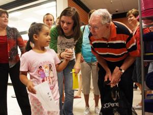 Kiwanis helps kids buy clothes