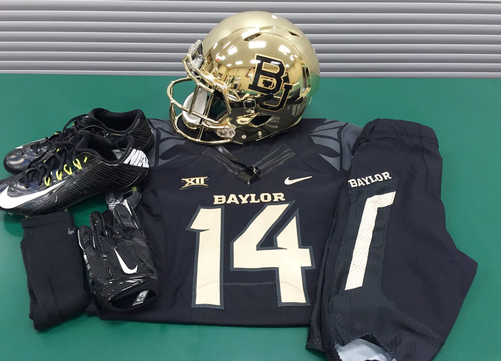 Baylor s endless variety of uniforms has given football program an ... 97310b76b