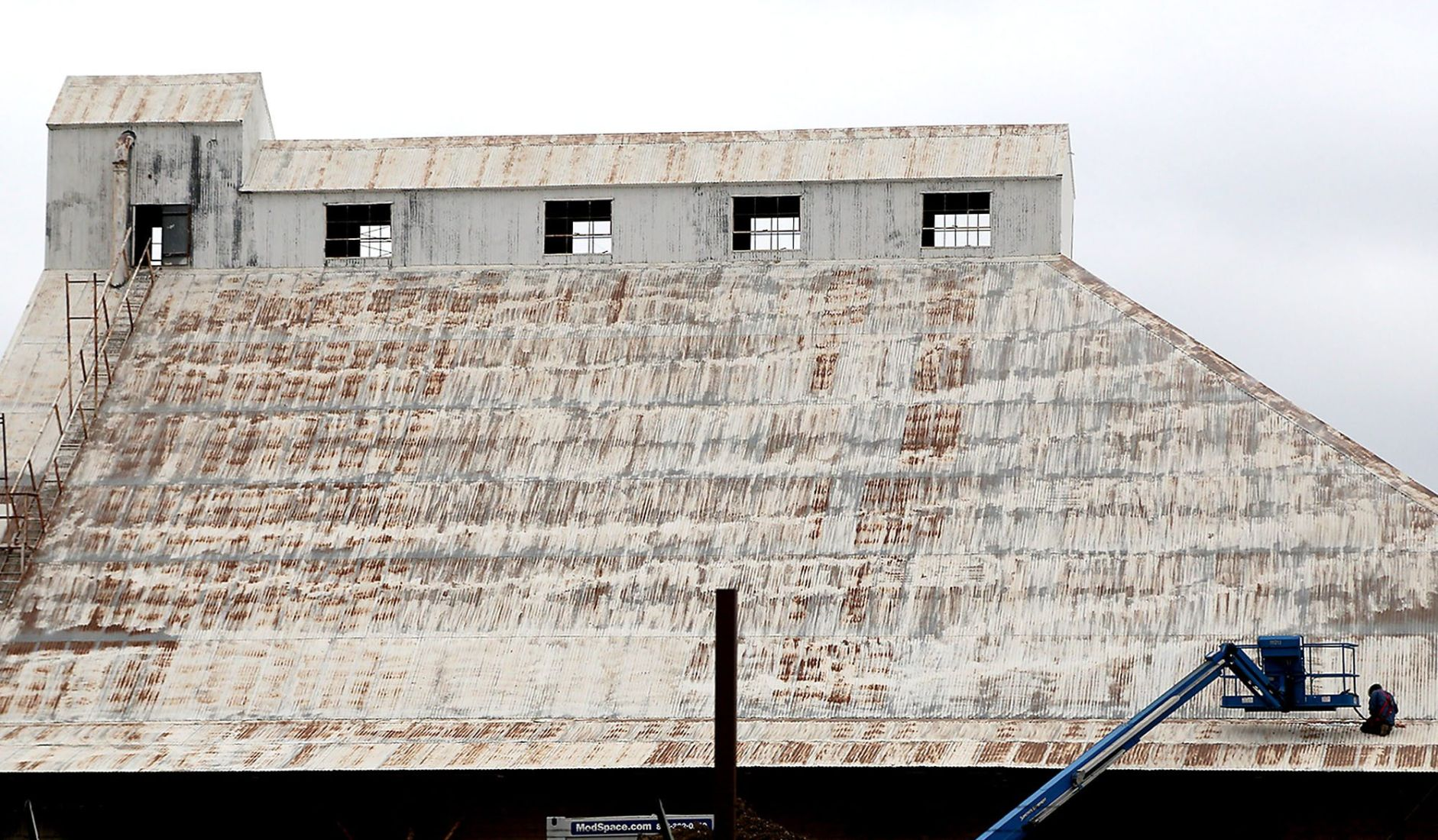 hgtv fixer upper stars see downtown waco silo project take shape tv and radio. Black Bedroom Furniture Sets. Home Design Ideas