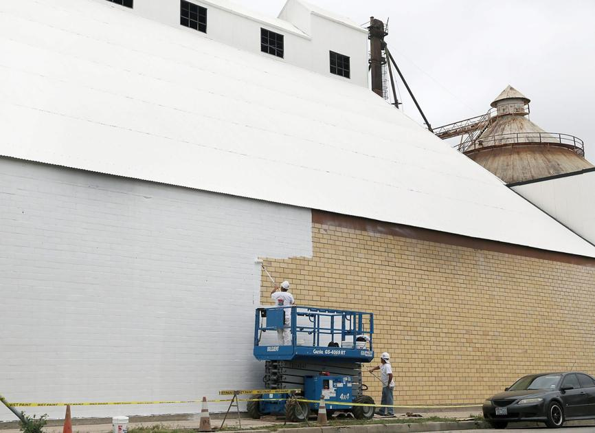 hgtv fixer upper stars see downtown waco silo project take shape business. Black Bedroom Furniture Sets. Home Design Ideas