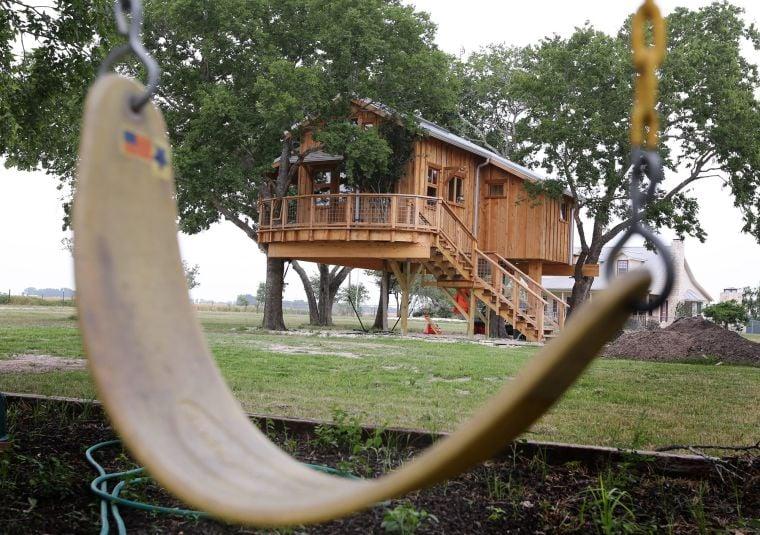 Couple S Texas Sized Treehouse Near Mart Opens New