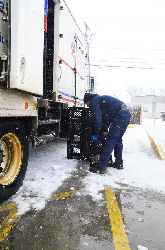 <p>Mike Poulsen makes a delivery to the Waverly Casey's Friday morning during winter storm conditions. (Staff Photo by Michael Wunder)</p>