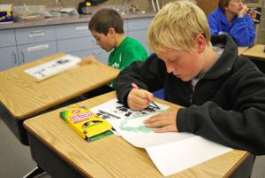 Breckenridge students make cards for soldiers