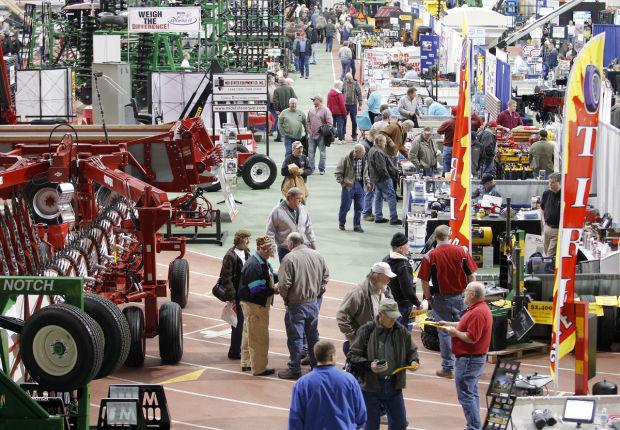 hawkeye farm show draws hundreds despite weather local On uni dome craft show 2017