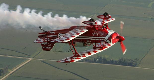 http://wcfcourier.com/news/local/pilot-mike-wiskus-using-his-airplane-to-encourage-kids/article_aee09897-29c3-5a1e-89e5-e6556d1148b3.html