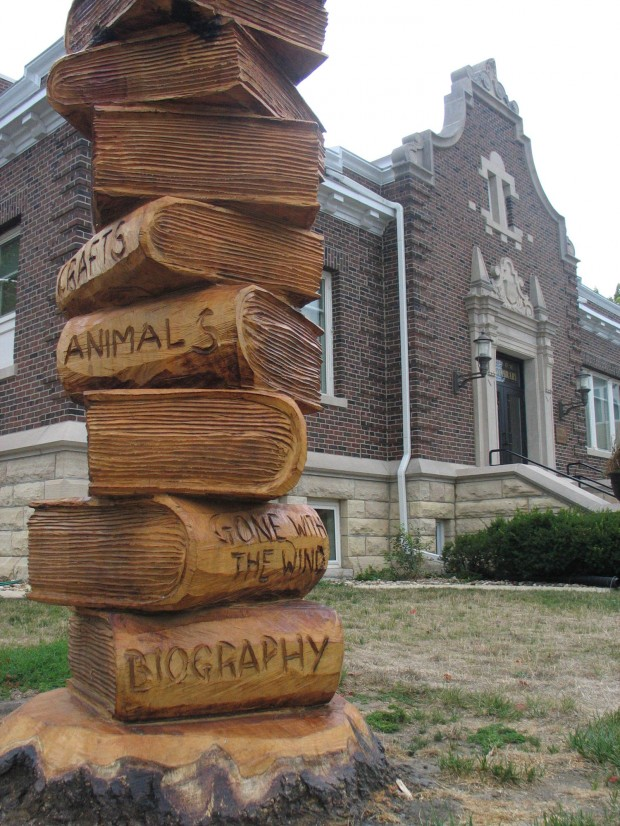 Chain saw artist salvages damaged tree trunks