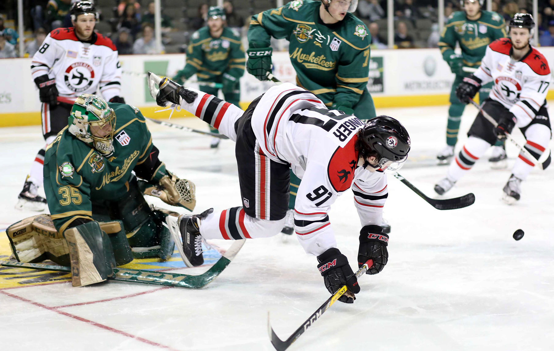 USHL: Mistake-prone Hawks Fall To Musketeers In Game 1, 5-2