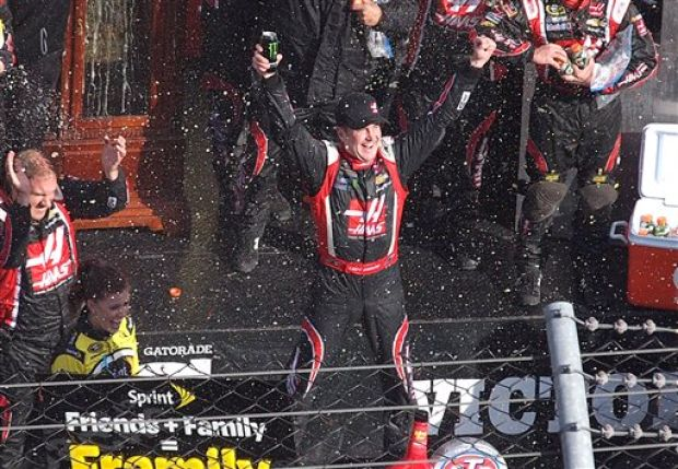 Update Kurt Busch Bests Johnson To Win At Martinsville