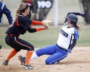Photo: Luther-Wartburg softball