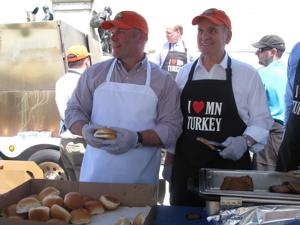 Lawmakers serve turkey burgers at The Capitol