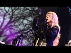 "Stevie Nicks - ""Edge Of Seventeen"" [Live In Chicago]"