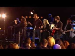 "Stevie Nicks & Lady Antebellum- Bonus Video ""Gold Dust Woman""   CMT Crossroads"