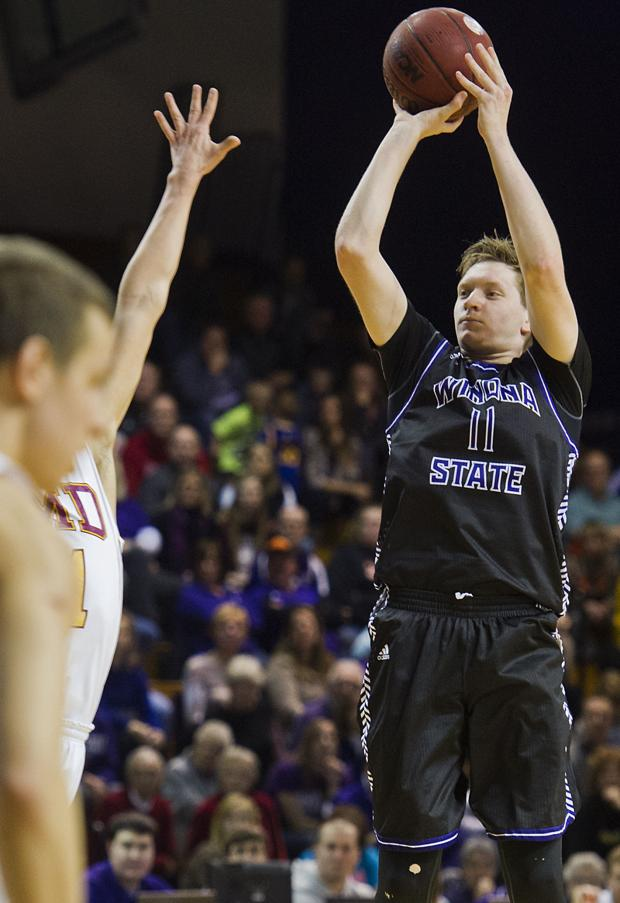 Bauman, Bambenek lead red-hot Winona State to fifth straight victory